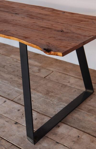 tavolo in legno e gamba in ferro - Industrie Delamont