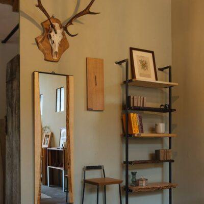 libreria-specchiera-sgabello-delamont