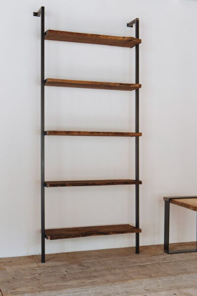 Libreria personalizzata in castagno - Industrie Delamont
