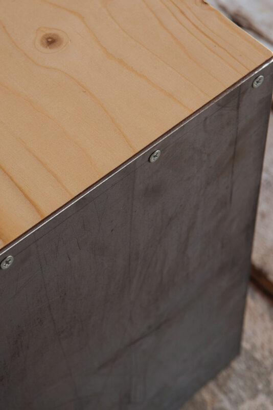 Seduta su misura in ferro e legno - Industrie Delamont