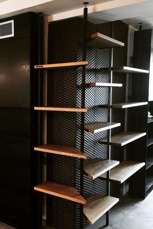 Libreria con mensole personalizzate per Collalbrigo - Industrie Delamont